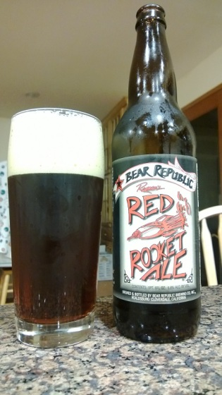 Bear Republic Red Rocket Ale es una cerveza de tanto sabor como color.